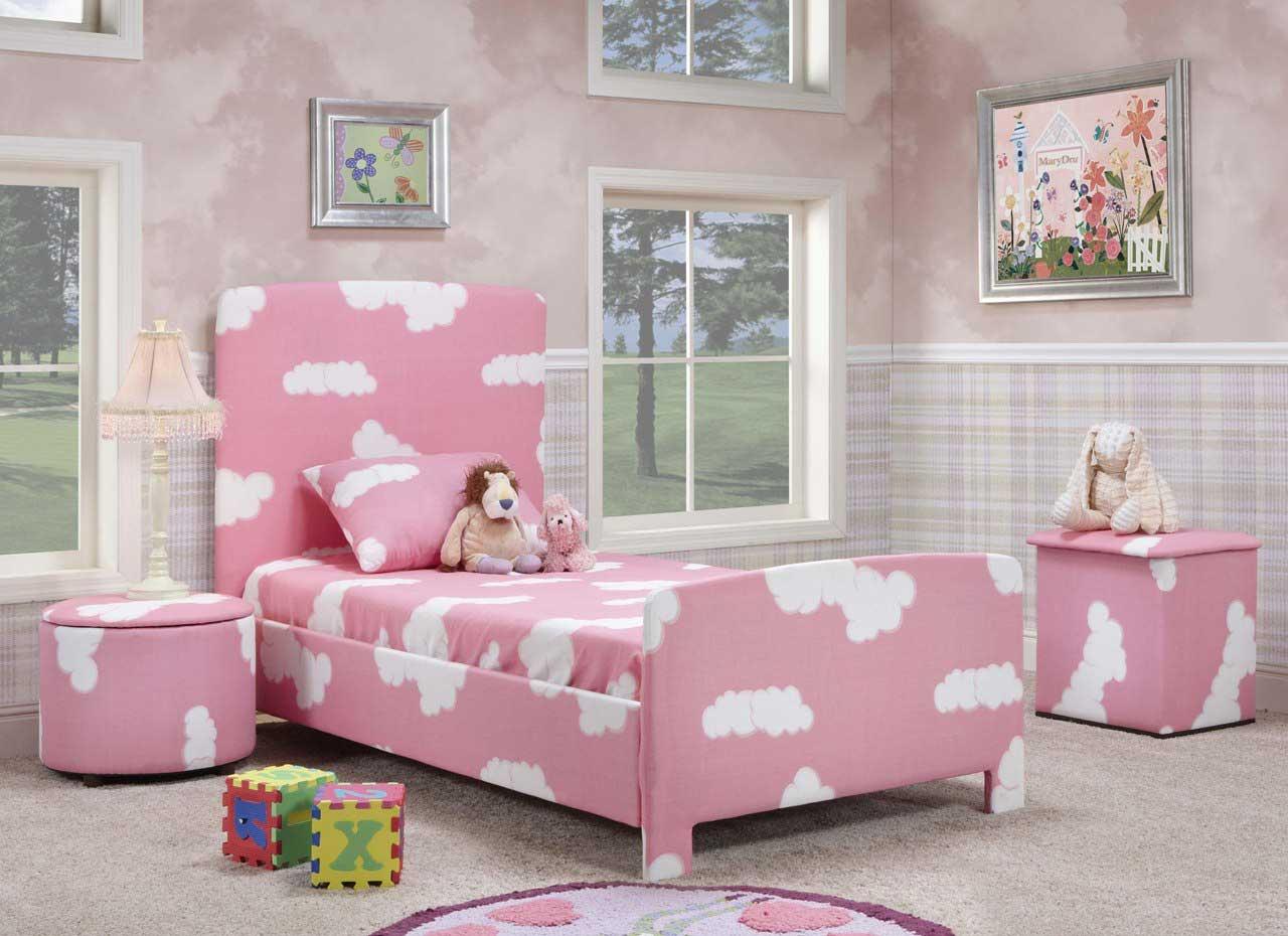 Hiasan Kamar Dominasi Warna Pink dengan Motif Awan