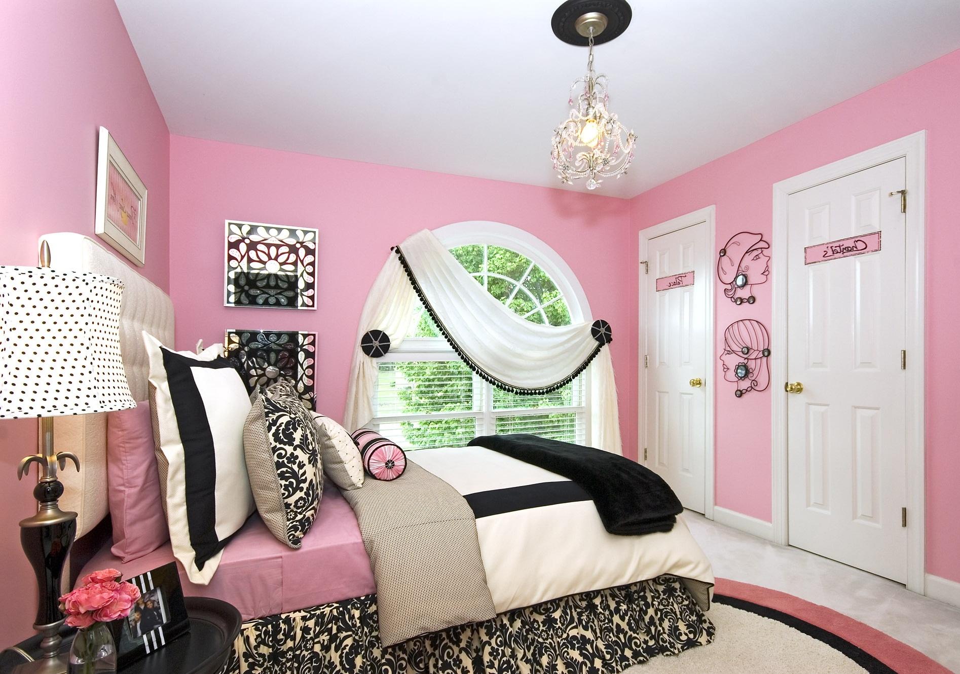 Tema Pink dengan Jendela Unik
